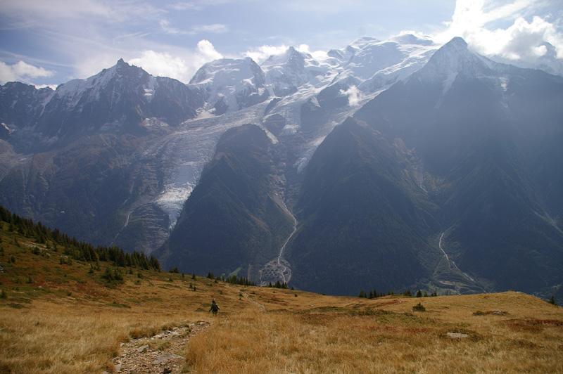 Céline à la descente de l'Aiguillette des Houches, face aux 3 Mont Blanc