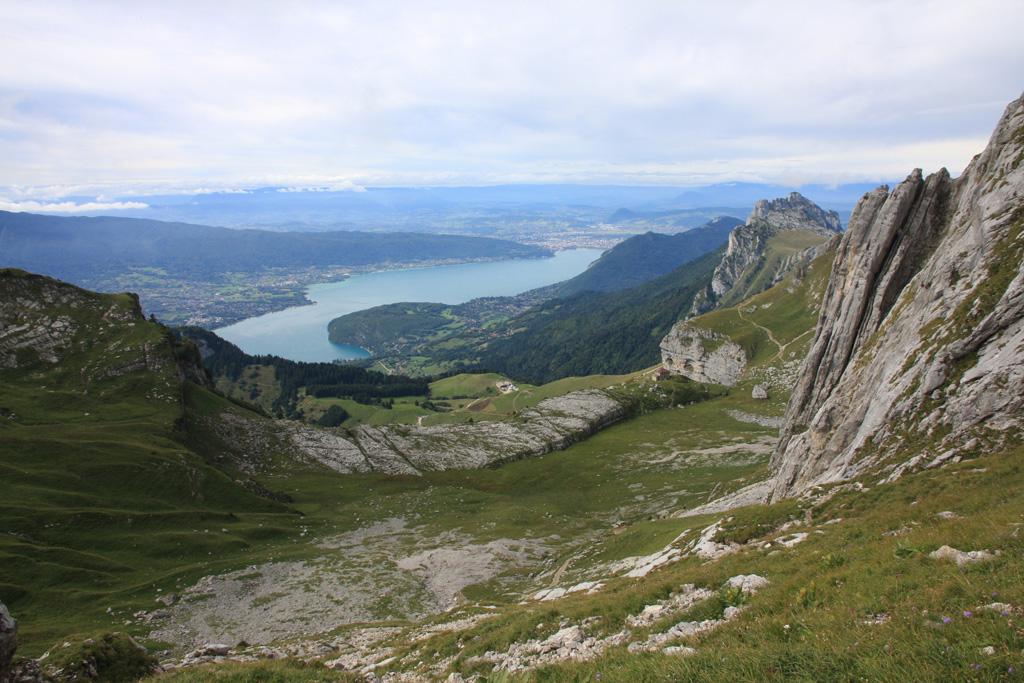 le lac d'Annecy depuis la descente par l'itinéraire classique, au dessus du refuge de la Tournette
