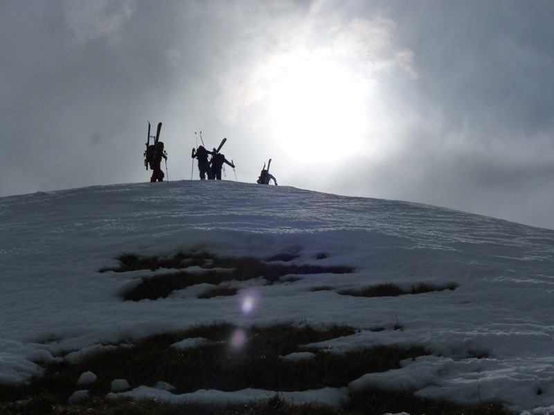 Julien, Nicolas, Sandrine et Antoine arrivent au sommet