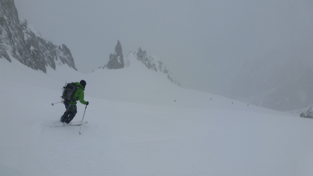 Julien dans la descente sur le glacier du Tour Noir