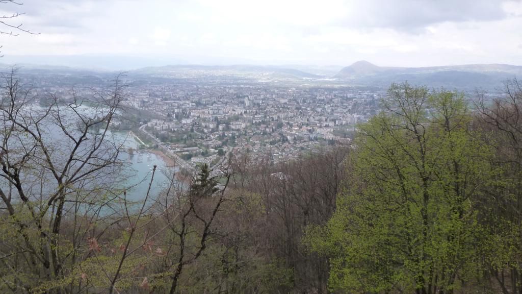 Annecy depuis le sentier menant à Talabar