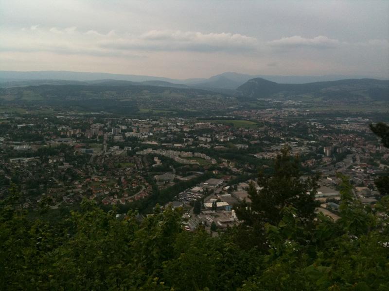 vue sur la zone de Vovray et la Montagne d'Âge depuis le belvédère du Crêt des Bruyères