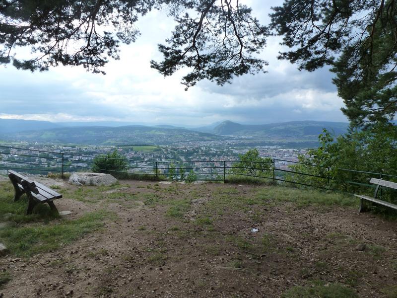 vue sur la zone de Vovray, la Mandallaz et la Montagne d'Âge depuis le belvédère de la Jeanne