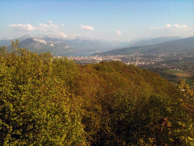 la Tournette et le lac d'Annecy depuis le sommet de la Mandallaz